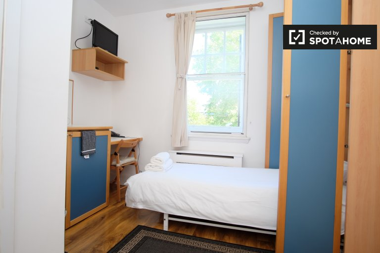 Studio apartment to rent in Hammersmith & Fulham, London