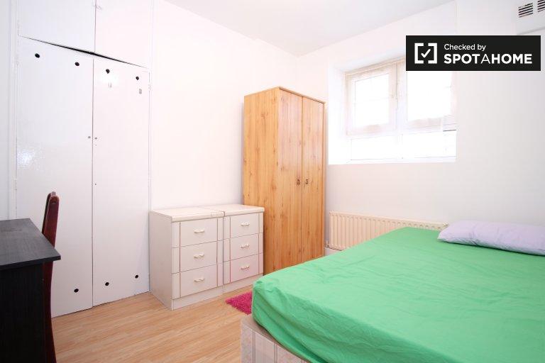 Spacious room in 4-bedroom flatshare in Tower Hamlets