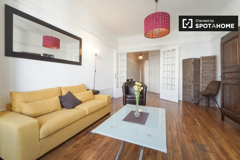Modern 1-bedroom apartment by metro for rent in Paris, 17th
