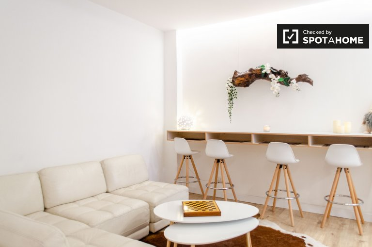 Stylish 4-bedroom apartment with balcony to rent, Nomentano