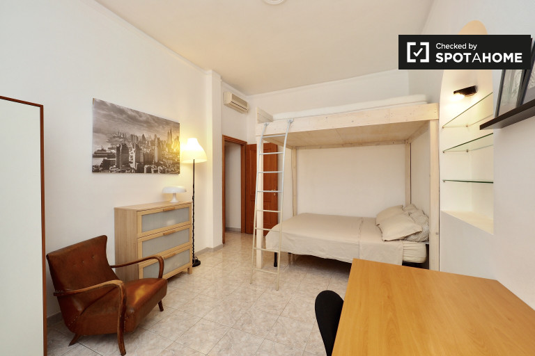 Double Bed in Spacious rooms to rent in elegant 2-bedroom apartment in up-and-coming Bovisa
