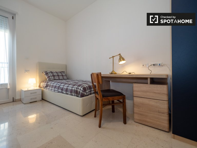 Beds for rent, 2-bedroom apartment, Corsica, Milan