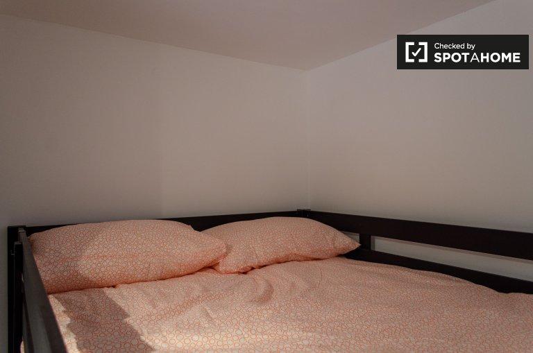 Stanza in affitto in appartamento con 7 camere da letto a Trieste, Roma