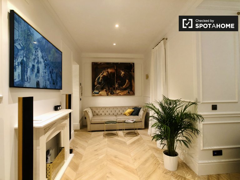 Chic 2-bedroom apartment for rent in Salamanca, Madrid