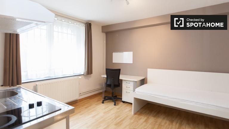 Chambre basique dans un appartement à Etterbeek, Bruxelles