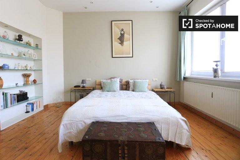 Przestronny pokój w apartamencie z 3 sypialniami w Koekelberg w Brukseli
