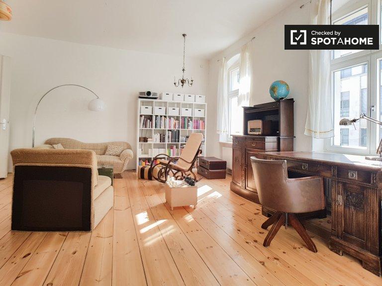 Apartamento soleado con 2 habitaciones en alquiler en Mitte, Berlín