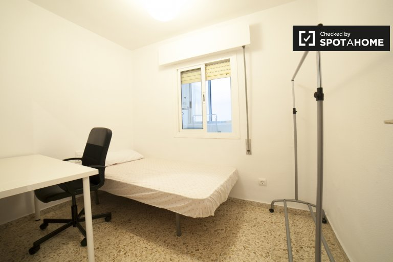 Single Bed in Furnished rooms for rent in 5-bedroom apartment with balcony in Casco Antiguo