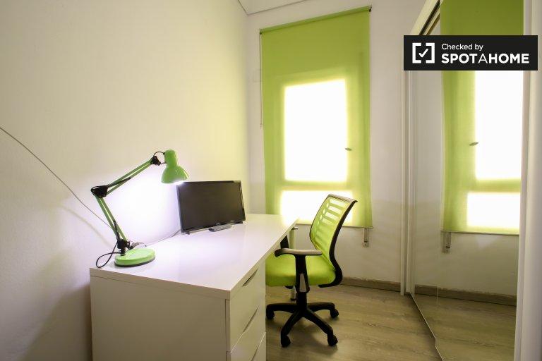 Pokój do wynajęcia w apartamencie z 4 sypialniami w Extramurs, Valencia