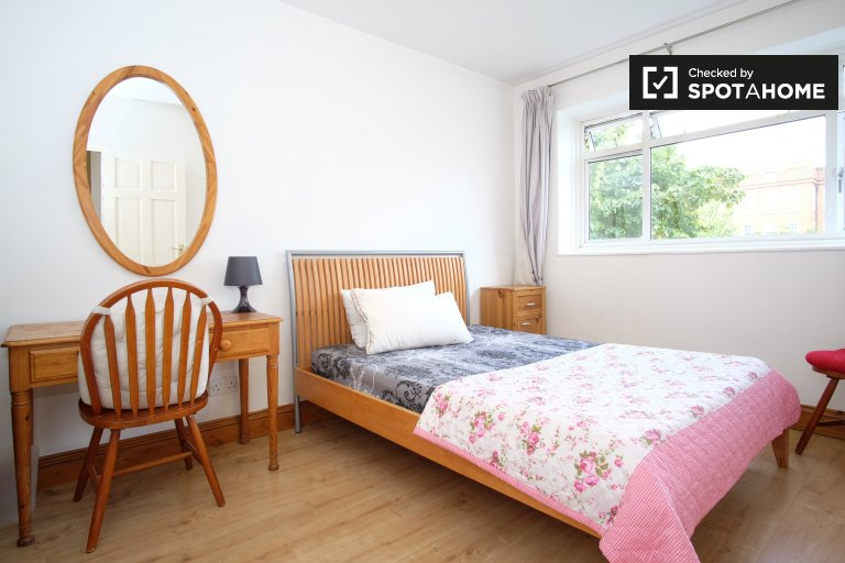 Beautiful 3-bedroom flat with garden for rent in Pimlico, London