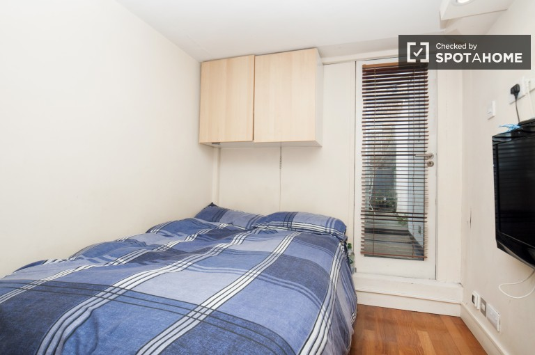 Bedroom 2 with Double Bed, Private Terrace