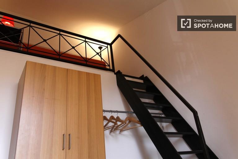 Bright room in 3-bedroom apartment in Tiburtina, Rome
