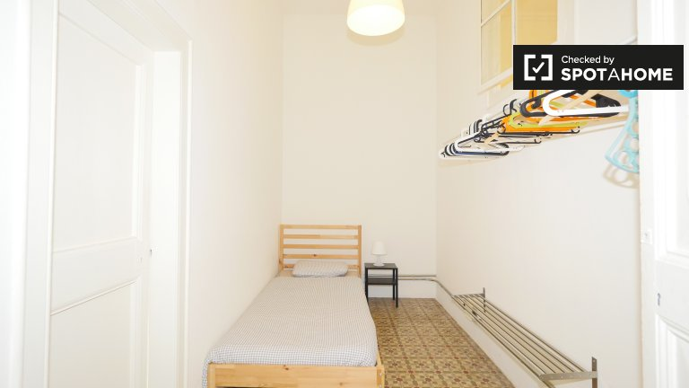 Cosy room in 7-bedroom apartment in Barri Gòtic, Barcelona
