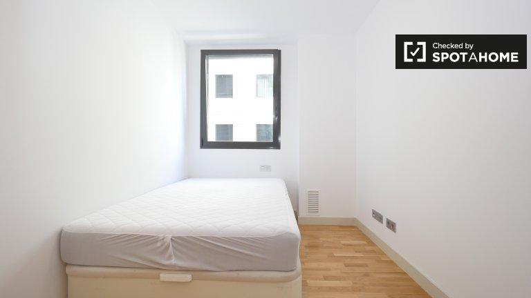 Cozy room for rent in 4-bedroom apartment in El Port