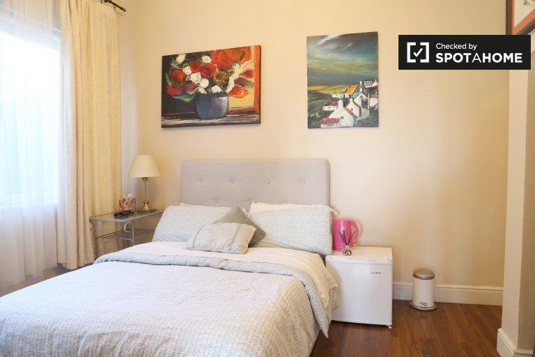 Przytulny pokój w domu z 6 sypialniami w Clontarf w Dublinie