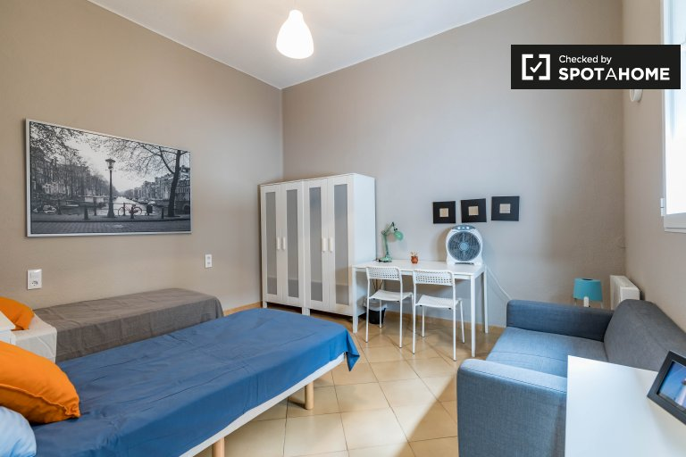 Room in 7-bedroom apartment in Ciutat Vella, Valencia
