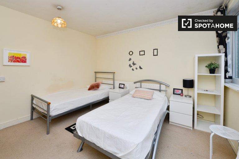 Twin Beds in Rooms to rent in cosy 3-bedroom apartment in Camden