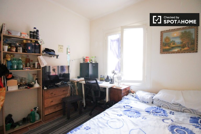 Furnished room in shared apartment in Gràcia, Barcelona