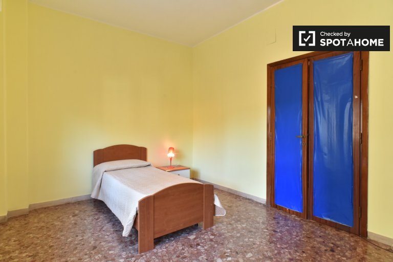 Single Bed in Rooms for rent in spacious 3-bedroom apartment in Centocelle