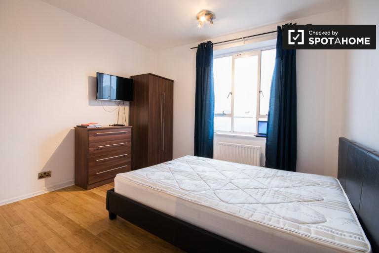 Grande chambre dans un appartement de 5 chambres à Wandsworth, Londres