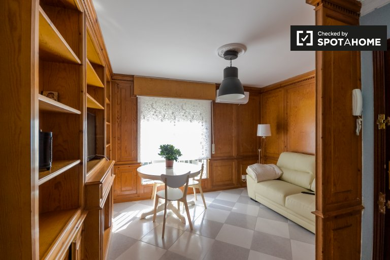 Bright 3-bedroom apartment for rent in Aluche, Madrid