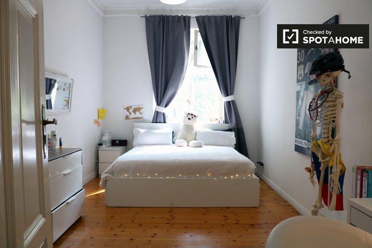 Bright room in 2-bedroom apartment Schöneberg, Berlin