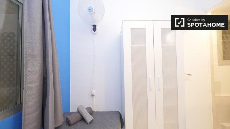 Möbliertes Zimmer in 5-Zimmer-Wohnung, Sant Martí, Barcelona