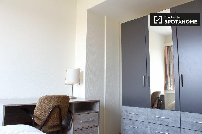 Jasny pokój w apartamencie z 2 sypialniami w Anderlecht w Brukseli