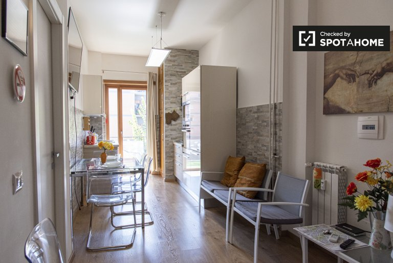 Practical apartment with 3 bedrooms to rent in Aurelia, Rome