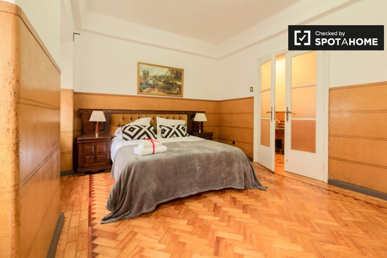 Stylowy pokój do wynajęcia w apartamencie z 5 sypialniami w Arroios