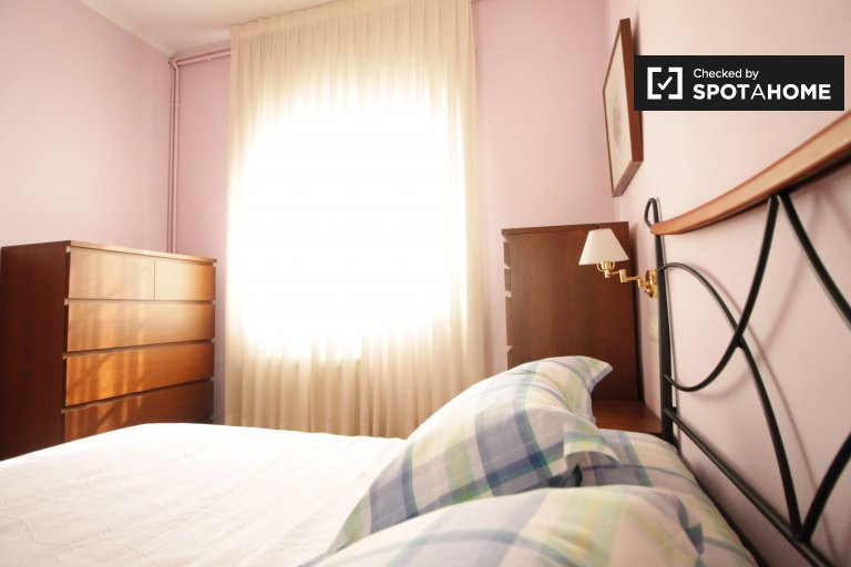 Cosy room in 2-bedroom apartment in Les Corts, Barcelona