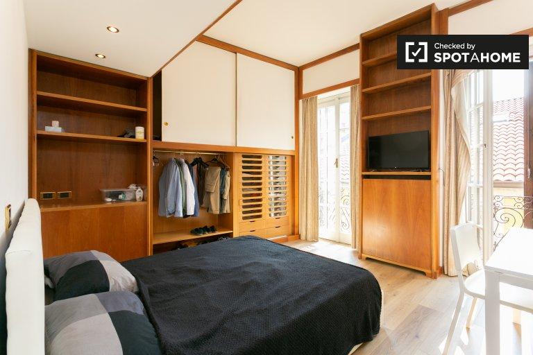 Lindo quarto para alugar em Duomo, Milão
