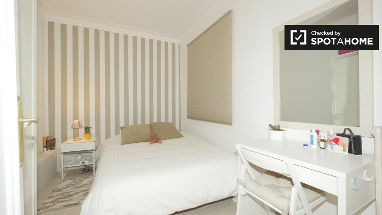 Furnished room in shared apartment in Gracia, Barcelona