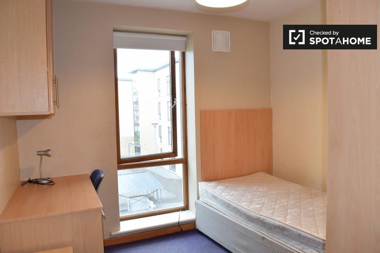 Ausgestattetes Zimmer in 5-Zimmer-Wohnung in Santry, Dublin