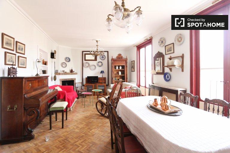 Apartamento de 4 quartos elegante para alugar em La Latina, Madrid