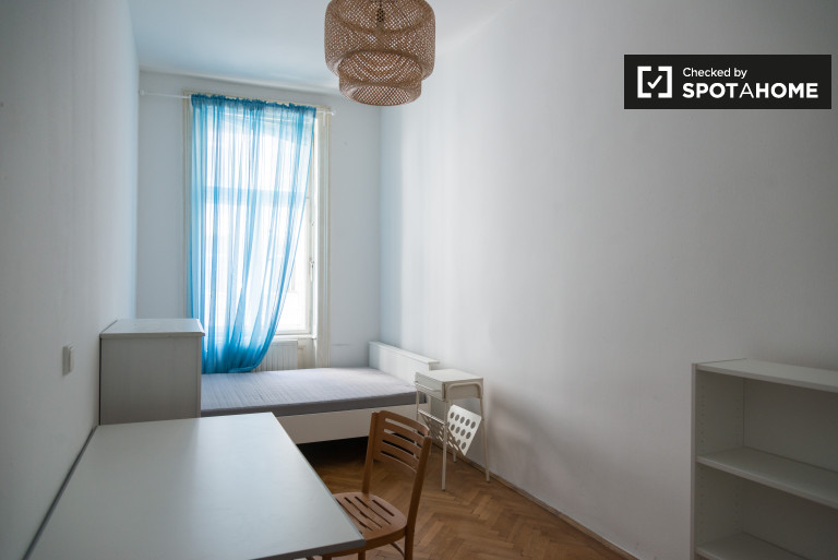 Single Bed in Rooms for rent in modern 7-bedroom apartment in Josefstadt