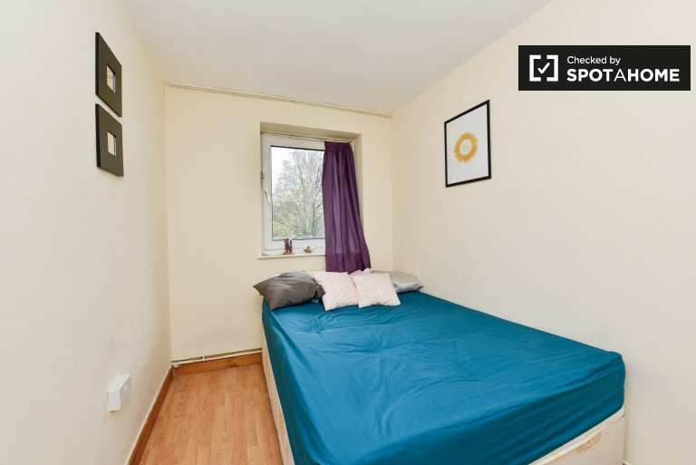 Furnished room in 5-bedroom flatshare in Hoxton, London