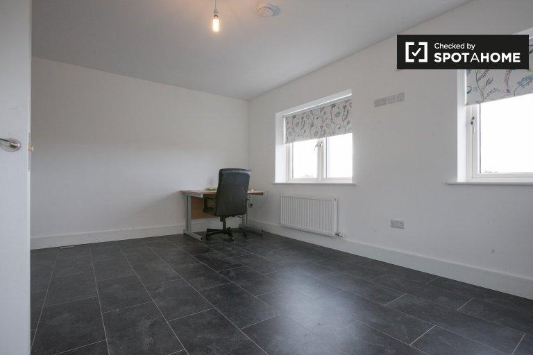 Quarto espaçoso em casa compartilhada em Lucan, Dublin