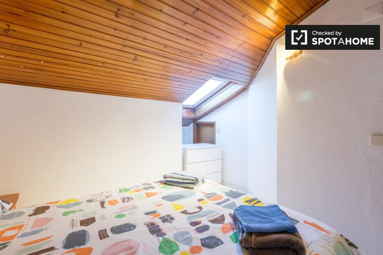 Homely room for rent in 8-bedroom house, Penha de França