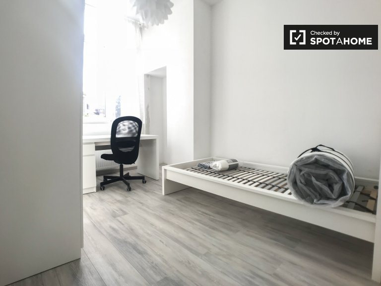 Geräumiges Zimmer in einer Wohngemeinschaft in Schaerbeek