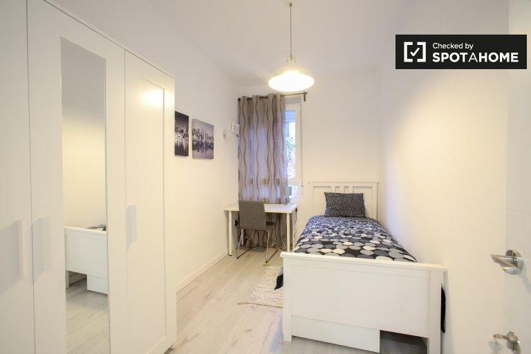 Pokój w apartamencie z 4 sypialniami w dzielnicy Poblats Marítims w Walencji