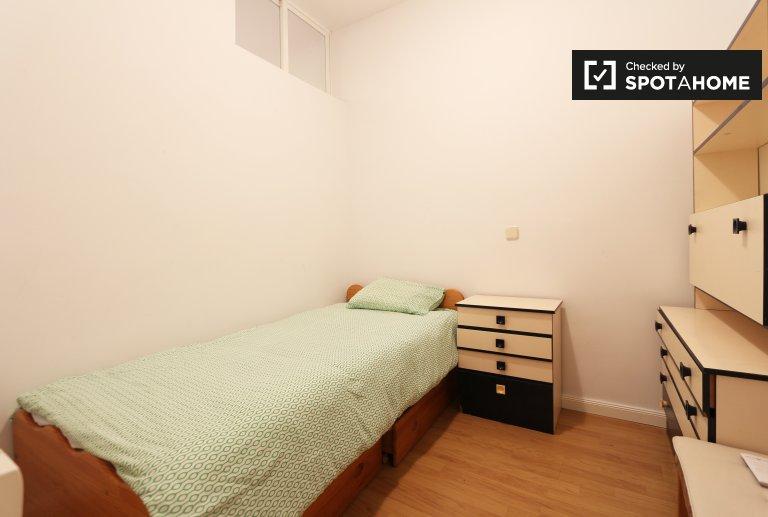 Confortable appartement de 3 chambres à louer à Lavapiés, Madrid