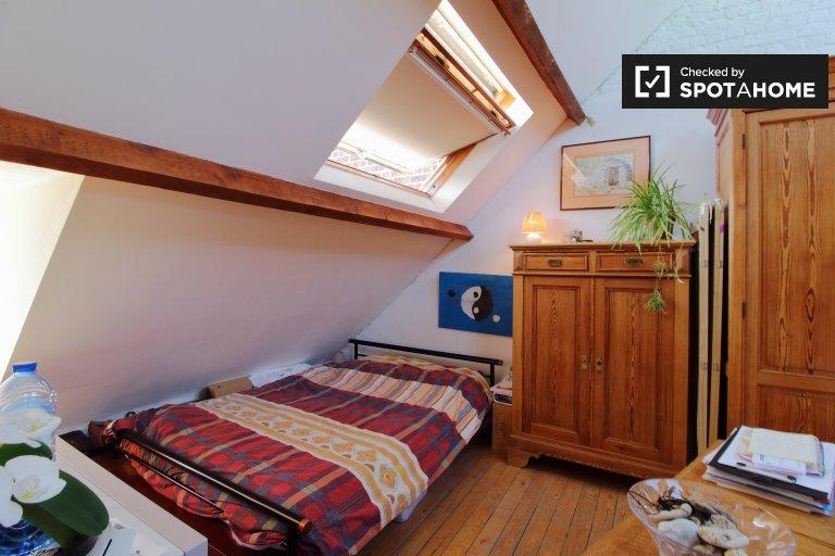 Riesiges Zimmer in einem 4-Zimmer-Haus in Ixelles, Brüssel