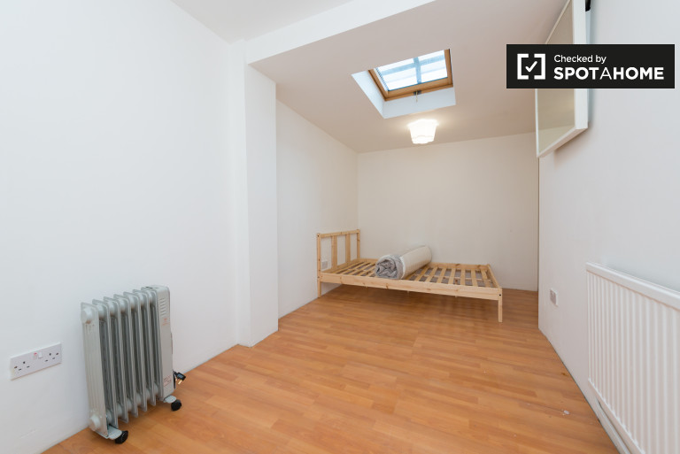 Great room in 2-bedroom flat in Plaistow, London