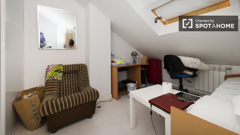 Single bedroom unable to filmed