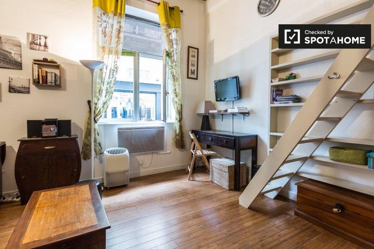 Charming studio apartment for rent in Saint Claude, Paris