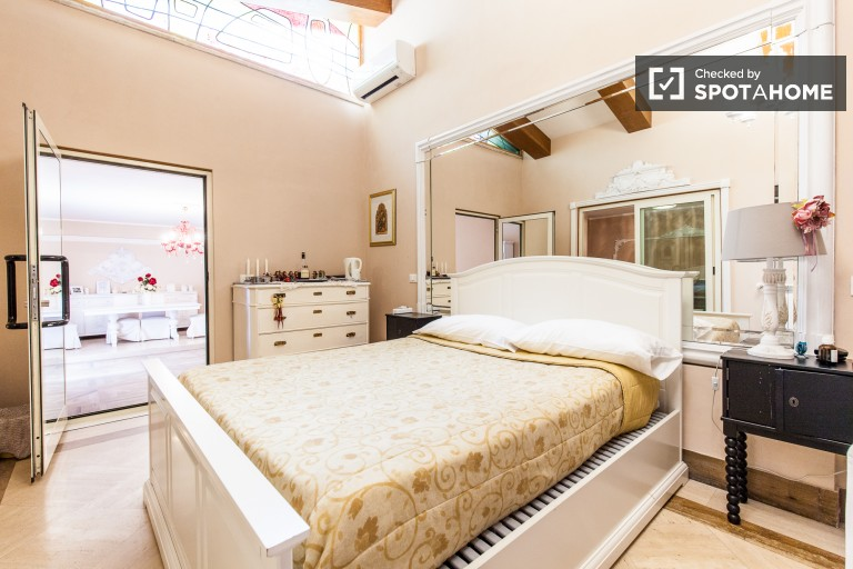 Bedroom 3 with single bed, double bed, ensuite and balcony