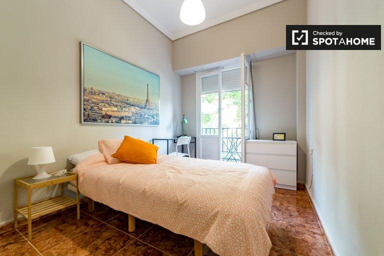 Geräumiges Zimmer in einer 6-Zimmer-Wohnung in Extramurs, Valencia