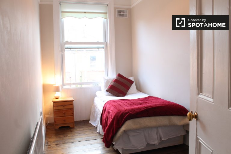 Single Bed in Rooms to rent in a 4-bedroom shared house in Terenure
