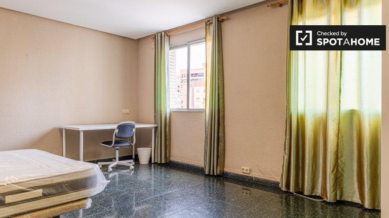 Chambre à louer dans un appartement de 10 chambres à El Pla del Real